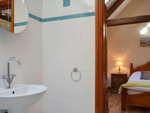 A bathroom at Stables Cottage