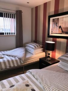A bed or beds in a room at Clyde View