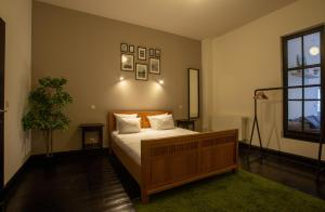 A bed or beds in a room at Grand American 34