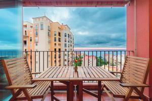 A balcony or terrace at Apartamento Torrevieja Sunrise Atalayas