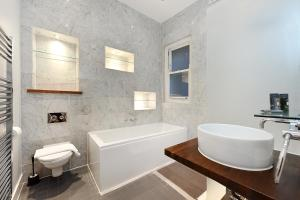 A bathroom at London Lifestyle Apartments - South Kensington - Queen's Gate