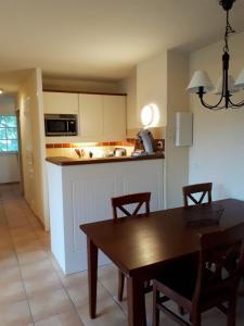 A kitchen or kitchenette at Résidence Le Parc d'Arradoy