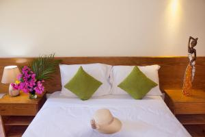 A bed or beds in a room at El Pelicano Apart-Hotel