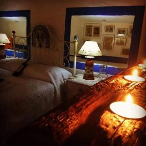 A bed or beds in a room at O Barro