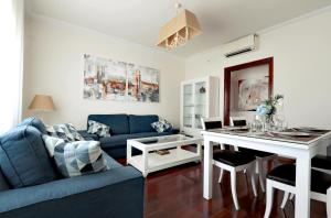 A seating area at Classbedroom Apartments IV