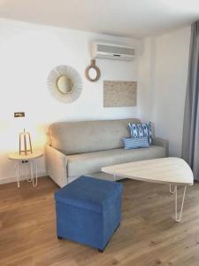 Een zitgedeelte bij Aparthotel Pierre & Vacances Mallorca Cecilia