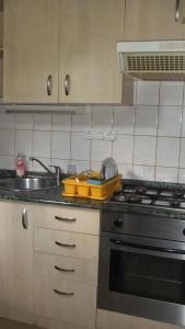 Dapur atau dapur kecil di Azúr Apartman
