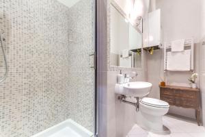 Ein Badezimmer in der Unterkunft Charming 6 guests flat 10 minutes from Vatican