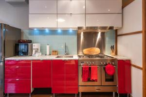 A kitchen or kitchenette at Gem near Rittenhouse - The Loft