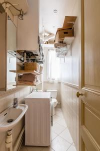 A bathroom at Veeve - Charming Mirabeau
