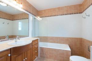 A bathroom at Torre Soli Nou Villa Sleeps 10 Pool Air Con WiFi