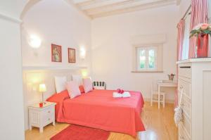 A bed or beds in a room at Roja- Pe Villa Sleeps 12 Pool Air Con WiFi