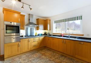 A kitchen or kitchenette at Skye View