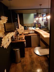 A kitchen or kitchenette at Au detour de Gournay