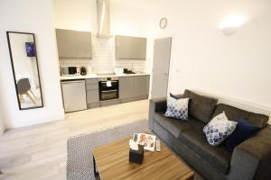 A kitchen or kitchenette at Willow Serviced Apartments - The Walk