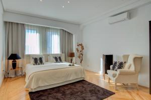 A bed or beds in a room at UD Apartments - Central Gran Via Apartment