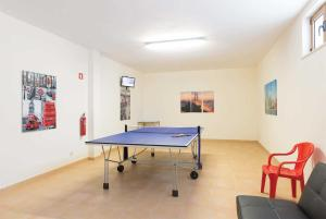 Ping-pong facilities at Covoes Villa Sleeps 6 Air Con WiFi or nearby