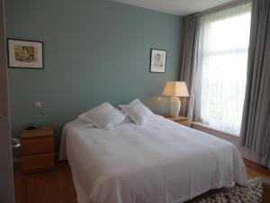 A bed or beds in a room at Great Apartment Vondelpark B