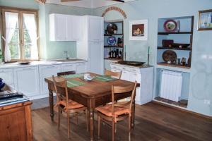 A kitchen or kitchenette at Residenza Fra Le Torri