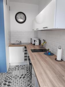 A kitchen or kitchenette at Best Apart - Nice Port - Balcony
