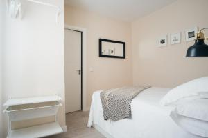 A bed or beds in a room at Calle Toledo Apartment II - 1BR 1BT