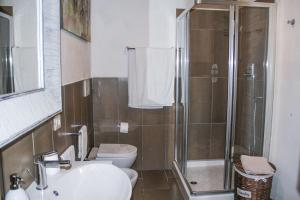A bathroom at Residenza Fra Le Torri