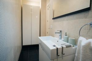A bathroom at Atocha Apartment - 1BR 1BT