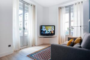 A television and/or entertainment center at Atocha Apartment - 1BR 1BT