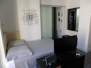 A bed or beds in a room at Le François 1er