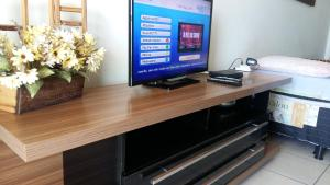 A television and/or entertainment center at Residencial Green Diamond