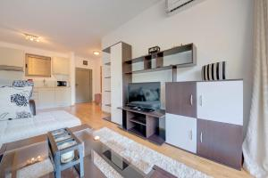 A kitchen or kitchenette at Luxury Pool Apartments near the sea