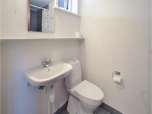 A bathroom at Holiday home Plantagevej A