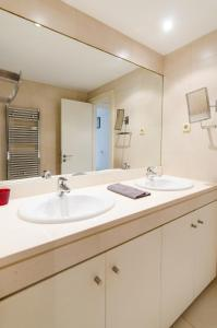 A bathroom at BEST FOR BERNABEU AND IFEMA