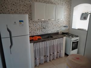 A kitchen or kitchenette at Vila do Sossego