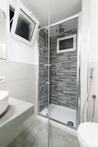 A bathroom at White Ostilia Apartments