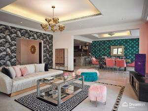 A seating area at Dream Inn - Getaway Villa