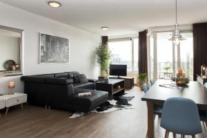 A seating area at World Fashion Apartments