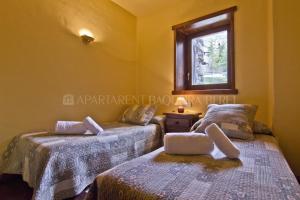 A bed or beds in a room at Apartarent La Pleta y Nin Cota 1700
