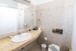 Ένα μπάνιο στο Lindos Blue Sky