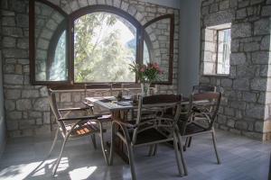 Εστιατόριο ή άλλο μέρος για φαγητό στο Luxurious seafront mansion
