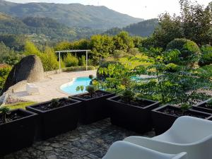 A view of the pool at Quinta Cercas da Costa or nearby