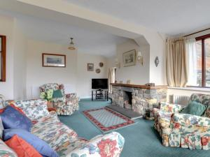 A seating area at Megs Beck Cottage