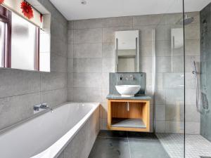 A bathroom at Megs Beck Cottage