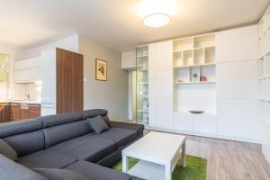Area tempat duduk di Modern Apartment in Quiet and Hipster Area by easyBNB