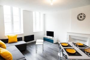 Coin salon dans l'établissement Bel Appartement Lumineux Rénové Proche Centre