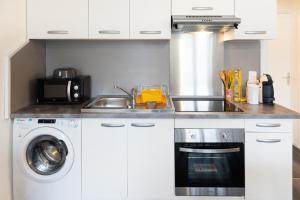 Cuisine ou kitchenette dans l'établissement Bel Appartement Lumineux Rénové Proche Centre