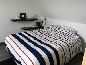 Votre location aux pieds des Vosges房間的床