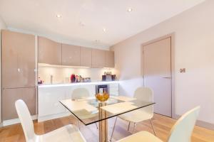 Küche/Küchenzeile in der Unterkunft Harbourside Apt-Alexander May