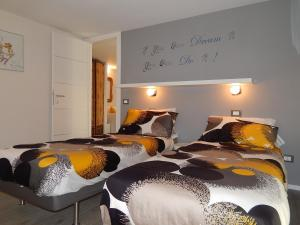 A bed or beds in a room at IREX APARTMENTS Tevere Sant'Angelo
