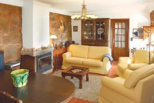 A seating area at Cardais Villa Sleeps 4 WiFi